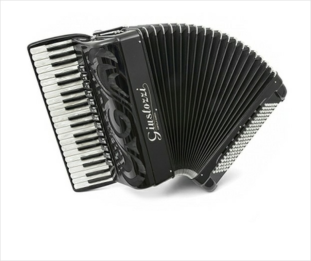 Giustozzi Mod 16/R Compact Piano Accordion - The Accordion Lounge