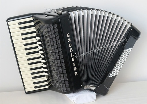 Excelsior E72/4S 72 Bass Piano Accordion